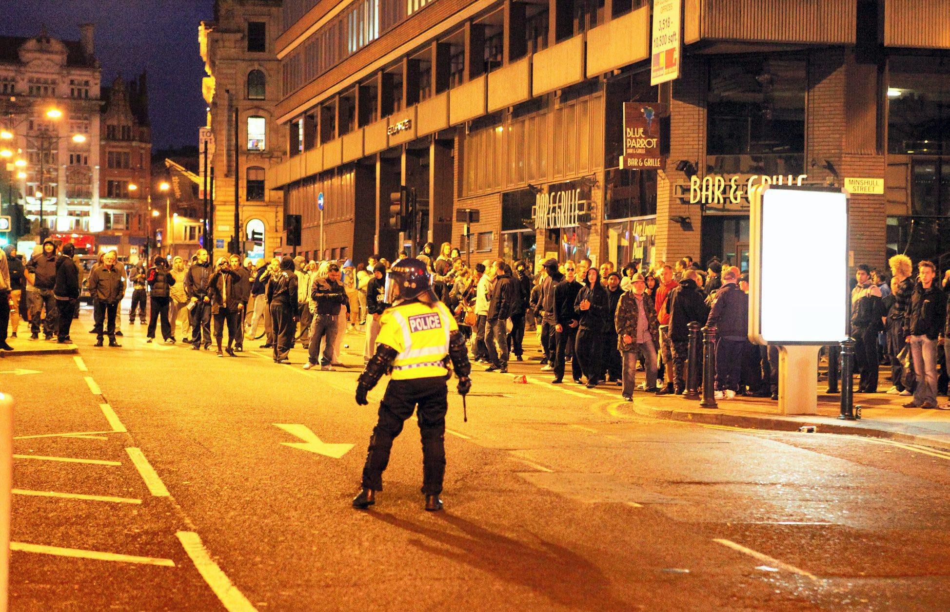 Manchesters arbeidsløse underklasse i fokus etter opptøyer