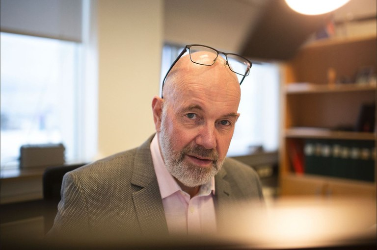 Gissur Pétursson, departementsråd med termometer och måttstock