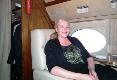 Ewa Björling i flygplan, ljus