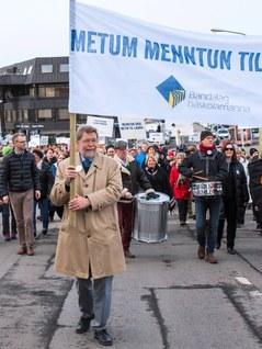 Island strejker front