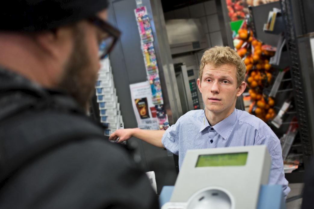 Supermarkedskæde forbedrer det psykiske arbejdsmiljø