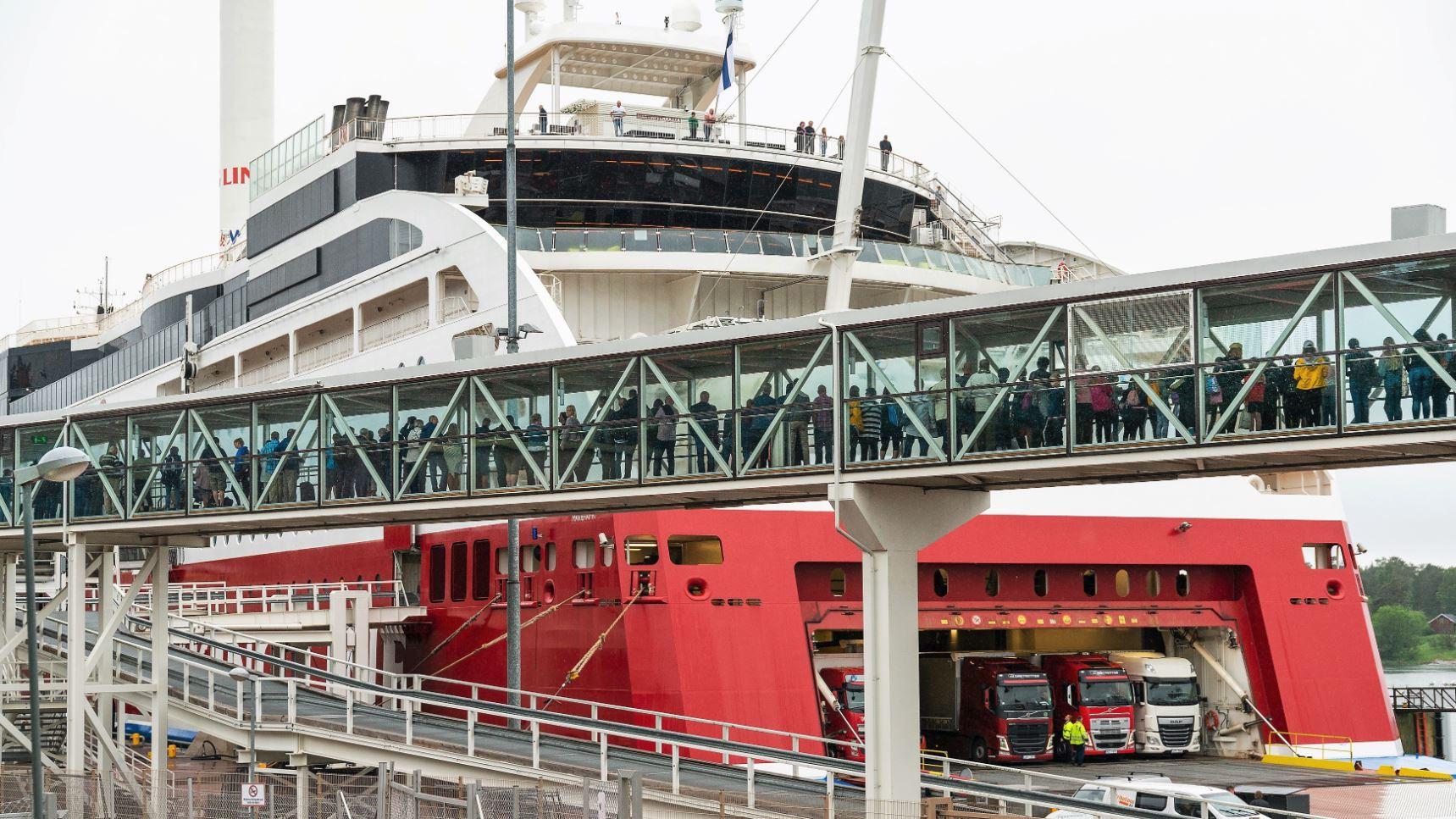 Åland: många resenärer, betydligt färre övernattare