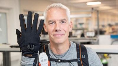 Robothandskar ger händer extra kraft
