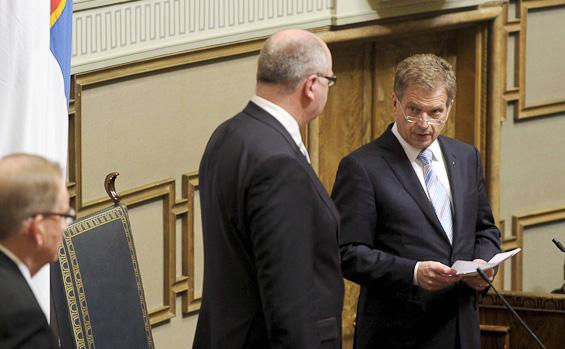 Förtroendekrisen djup i Finland: Sänkta löner enligt tysk modell lockar arbetsgivarna